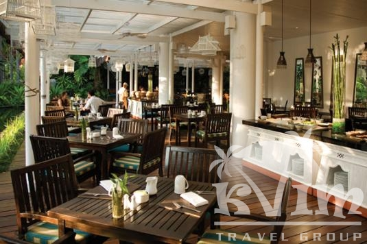 Issara Cafe ambience