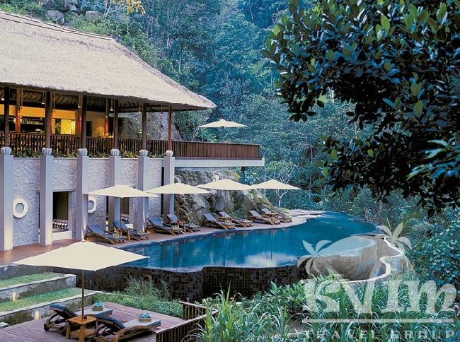 River cafe and spa pool
