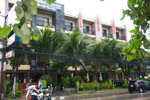 Jomtien Twelve Boutique Hotel